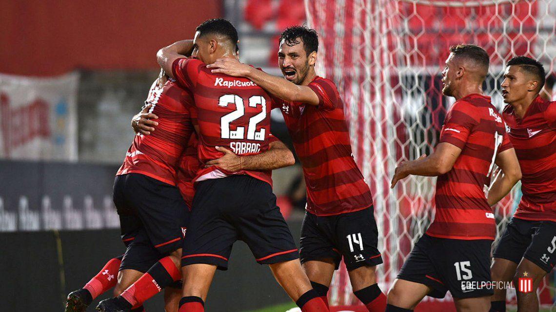 Estudiantes festejó en el final del partido ant Aldosivi