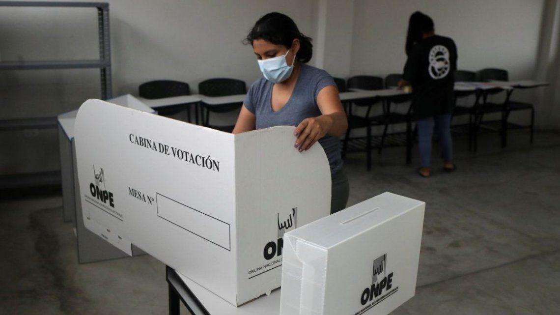 18 candidatos se disputan la presidencia en Perú en una de las elecciones más inciertas en su historia.