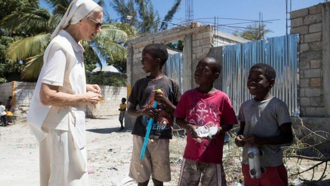 Los religiosos continúan su trabajo en la isla a pesar de las grandes crisis políticas y sociales.