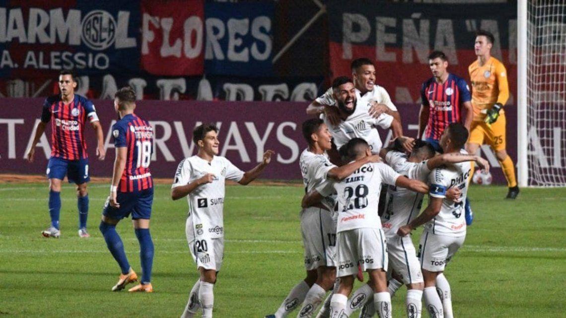 Santos ganó en la ida y San Lorenzo necesita una hazaña para seguir en competencia