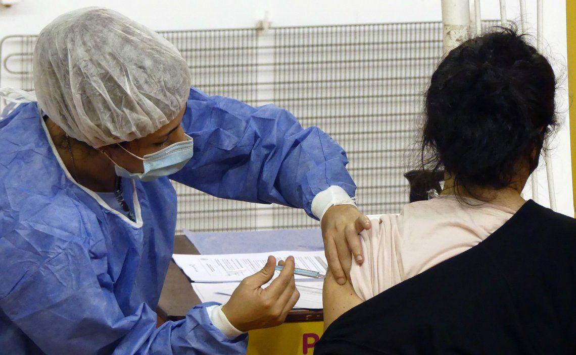 En la Provincia creen que es momento de sumar restricciones en los distritos para avanzar con la vacunación.