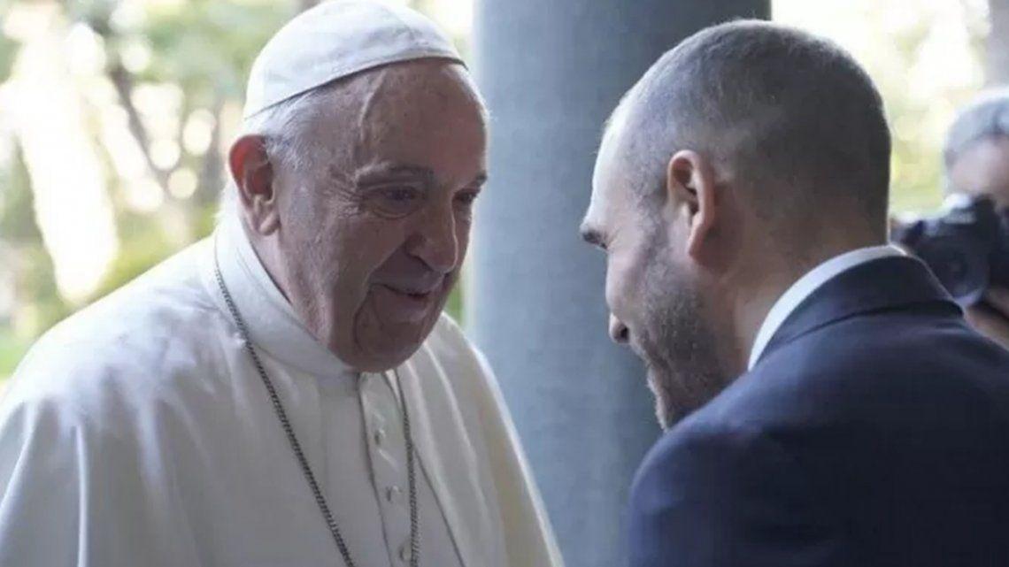 Martín Guzmán y el Papa Francisco estuvieron reunidos por 45 minutos en el Vaticano.