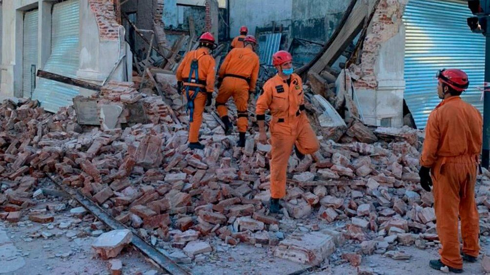 Parque Chacabuco: derrumbe en una obra en Avenida La Plata.