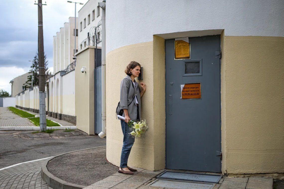 Noticias del momento - segundo premio | Esperando su liberación en un centro de detención temporal en Bielorrusia. Fotografía: Nadia Buzhan / World Press Photo 2021