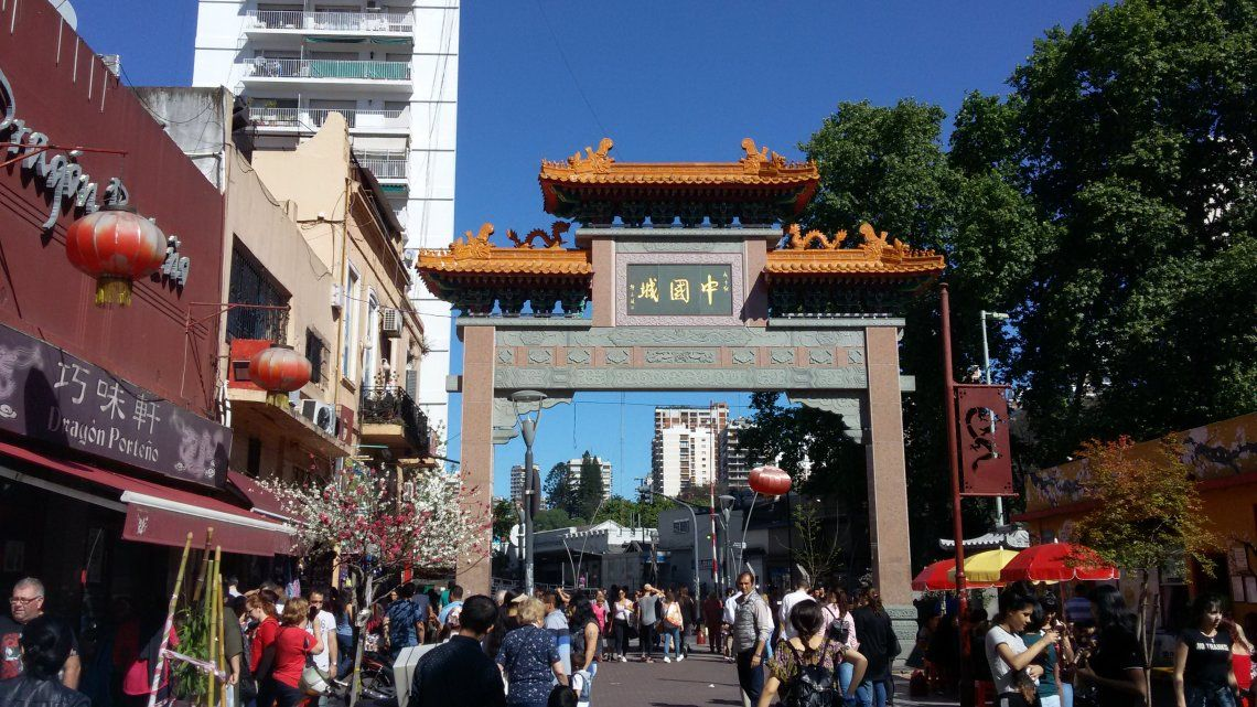 Desbaratan fiesta clandestina en el Barrio chino de la ciudad de Buenos Aires