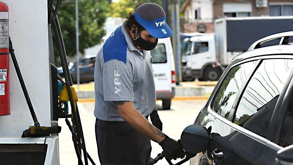 Combustibles: aumentan en YPF y en las empresas privadas.