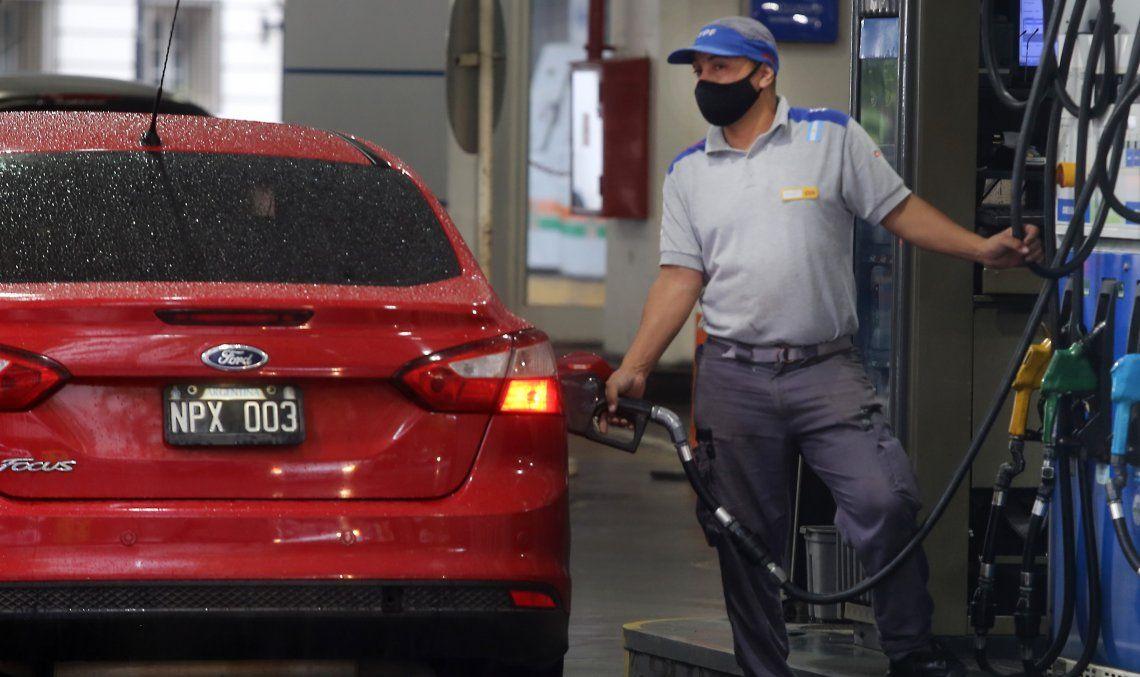 Argentina tiene el sexto precio minorista de la nafta más económico con U$S 0