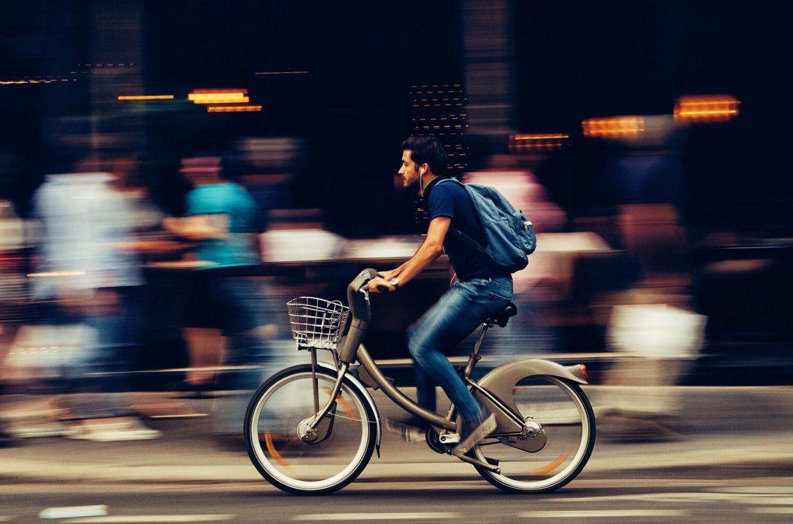Día Mundial de la Bicicleta: 15 canciones para pedalear celebrándolo