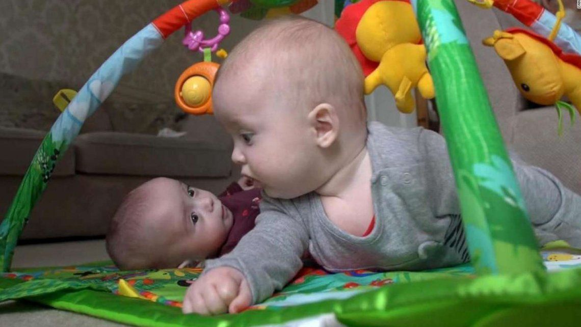 Una mujer embarazada voy a estarlo: los hijos nacieron con poca diferencia.
