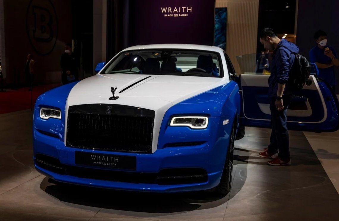 Un Rolls Royce Wraith se exhibe en el stand de Rolls Royce en Auto Shanghai 2021 Motor Show. Foto: EFE / EPA