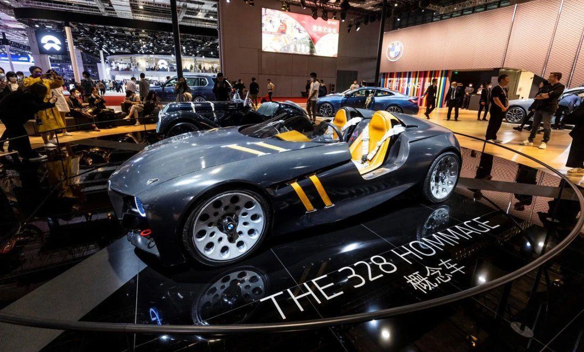 Un BMW 328 Homage se exhibe en el stand de BMW. Foto: EFE / EPA