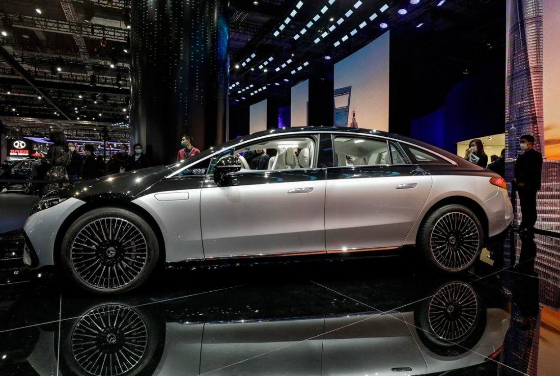 El sedán eléctrico Mercedes-Benz AG EQS en la feria Auto Shanghai 2021. Foto: Qilai Shen
