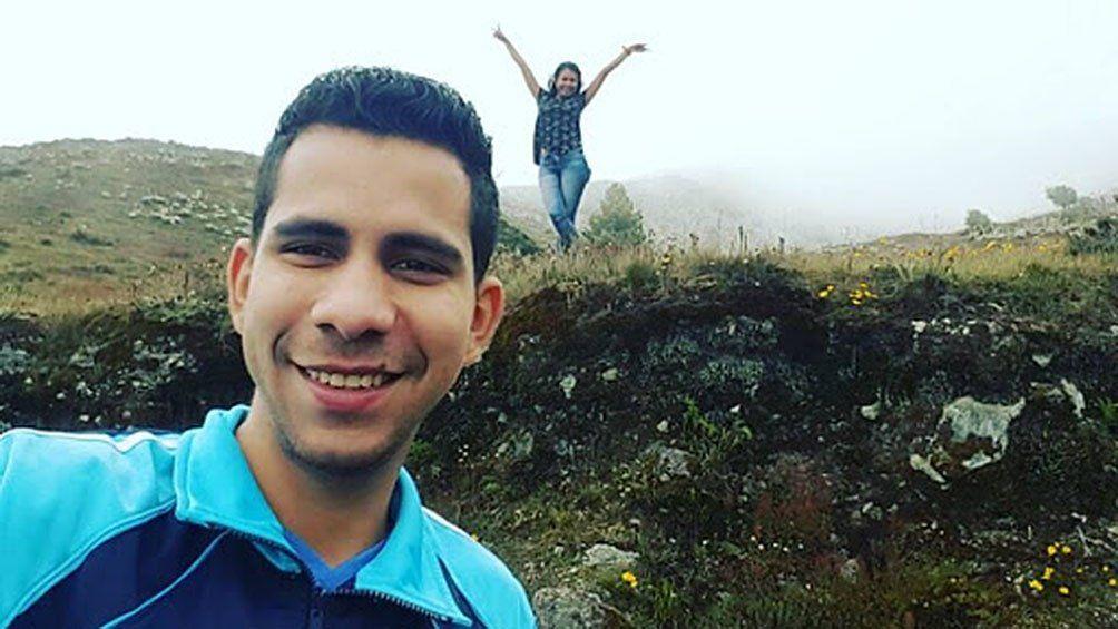 Buscan a femicida venezolano que mató a puñaladas a su mujer.
