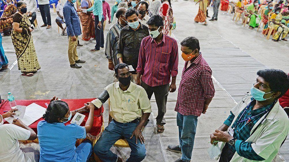 India: crematorios desbordados por rebrote de coronavirus
