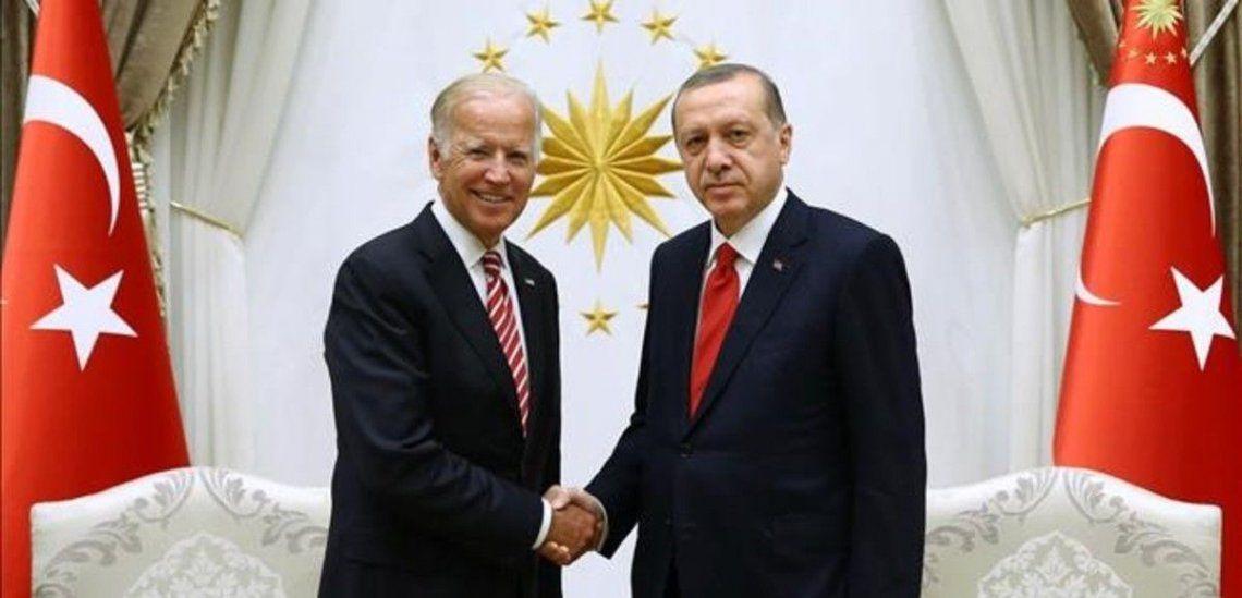 El presidente Joseph Biden (cuando era vice de Obama) junto al mandatario de Turquía