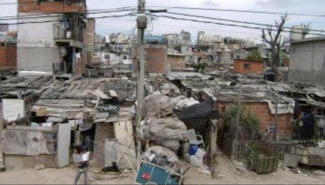 Una familia tipo necesita $60.874 para no caer en la pobreza.