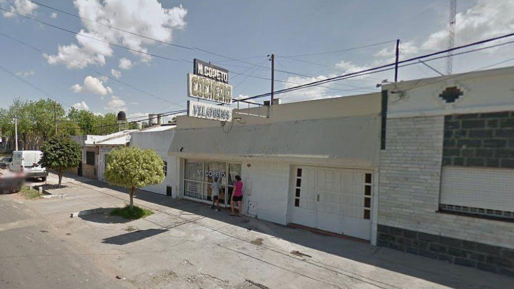 Rosario: balean un auto frente a una cochería.