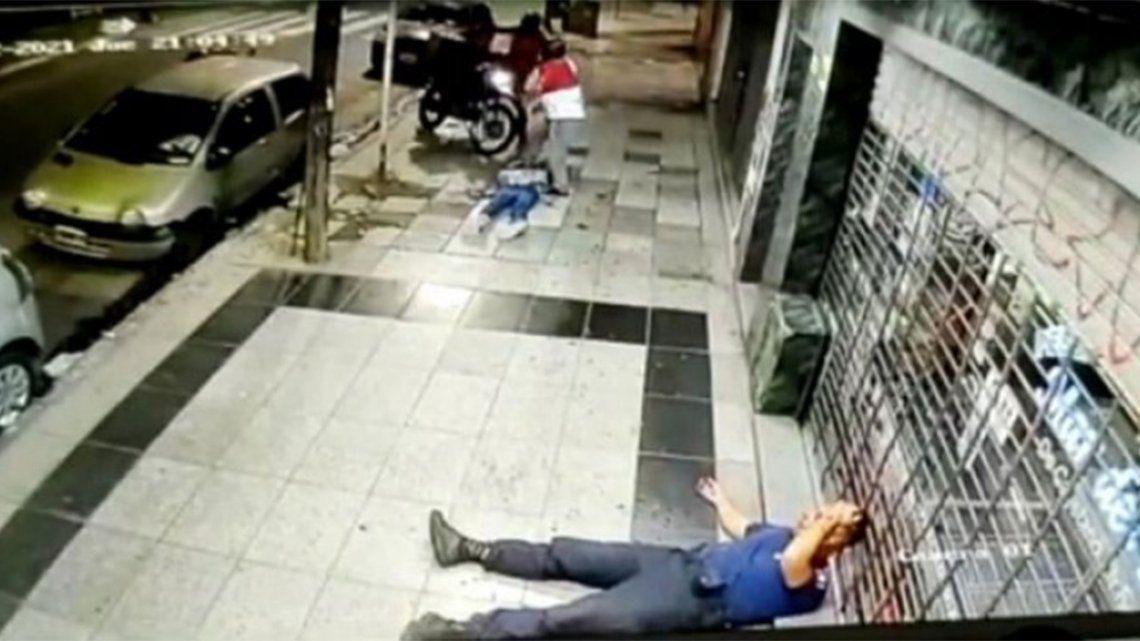 Ramos Mejía: El momento donde un policía recibe un balazo en la cabeza.