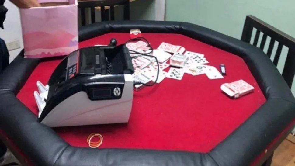 Allanan casino clandestino: Dólares