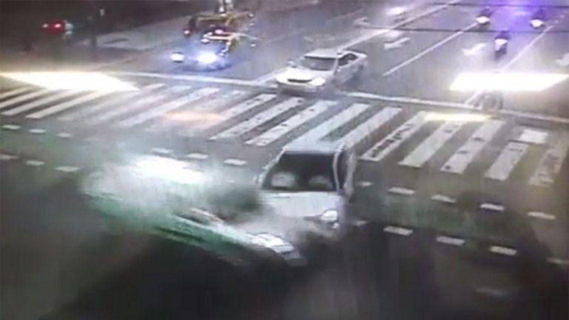 Choque en Recoleta: Una ambulancia impactó contra un auto.