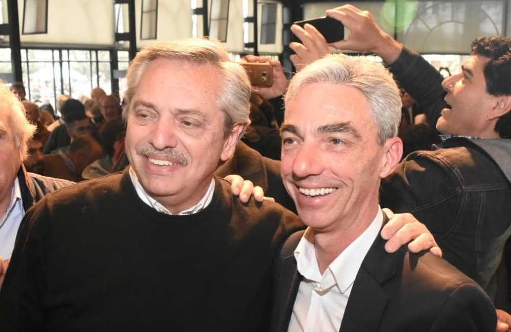 El presidente Alberto Fernández junto a Mario Meoni