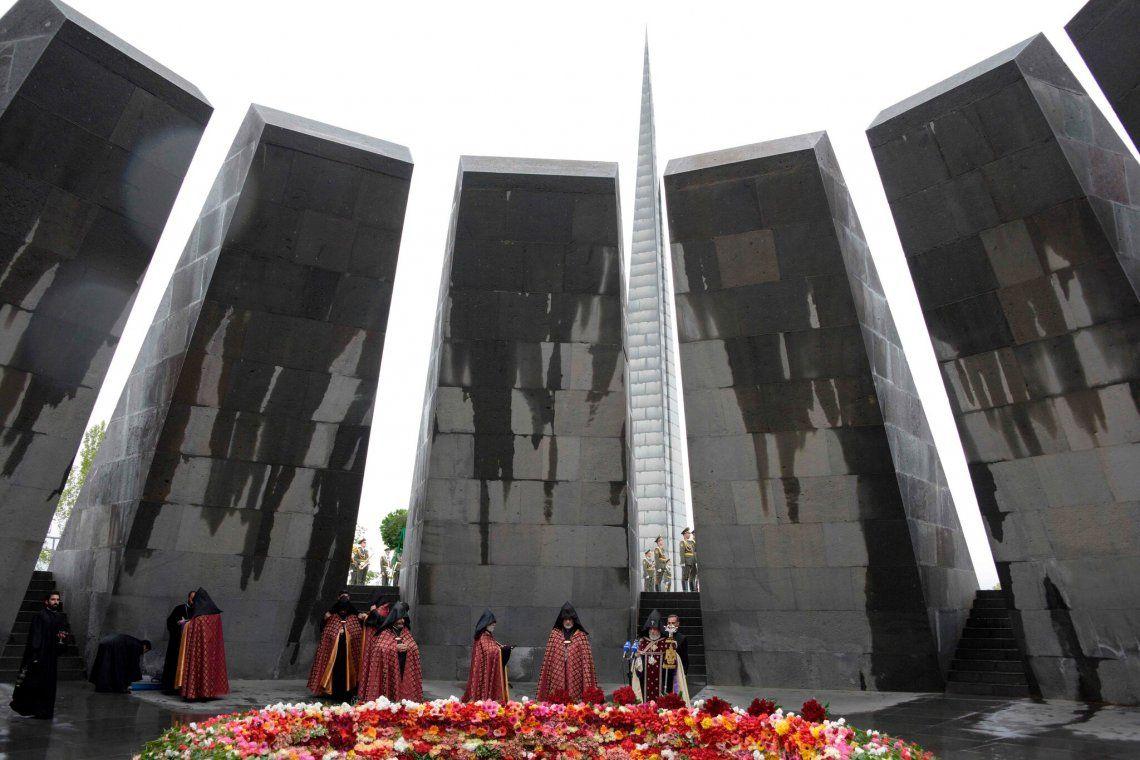 El Presidente Biden reconoció el genocidio armenio por Turquía - Foto; Erevan - Acto de conmemoración de la masacre