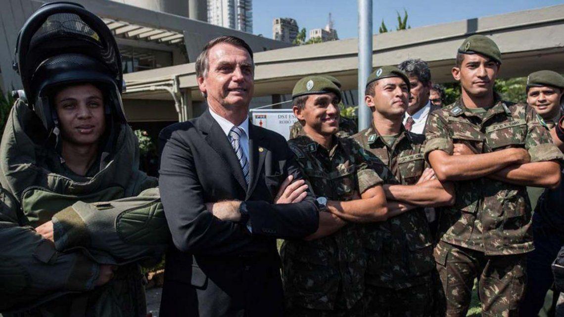 Bolsonaro resta importancia a la gravedad del coronavirus y se apoya en el ejercito.