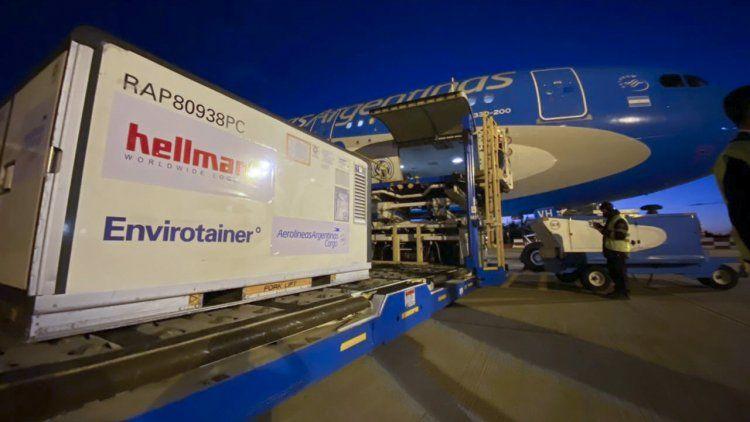 Llegó el segundo avión de Aerolíneas Argentinas con vacunas de Sinopharm.