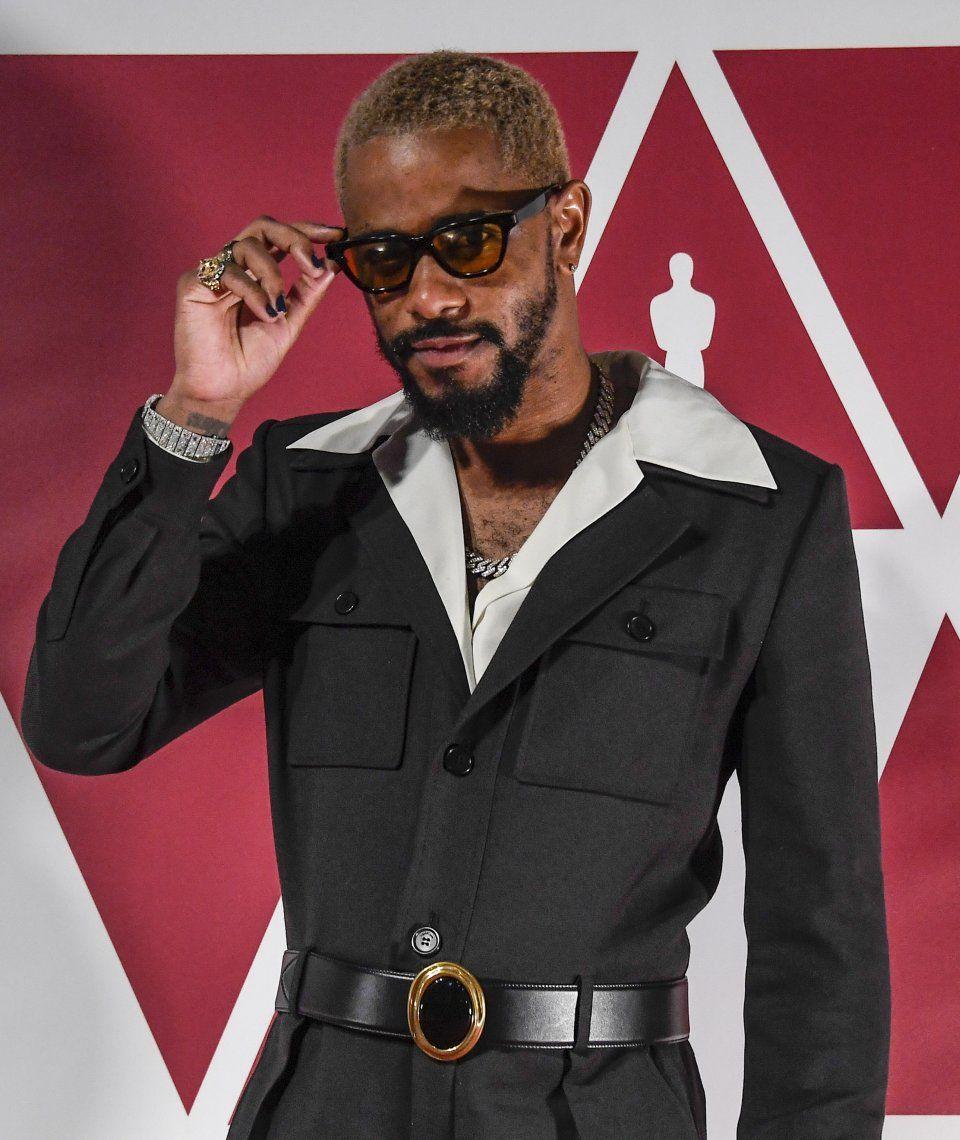 Oscars 2021: Questlove calzó crocks doradas.