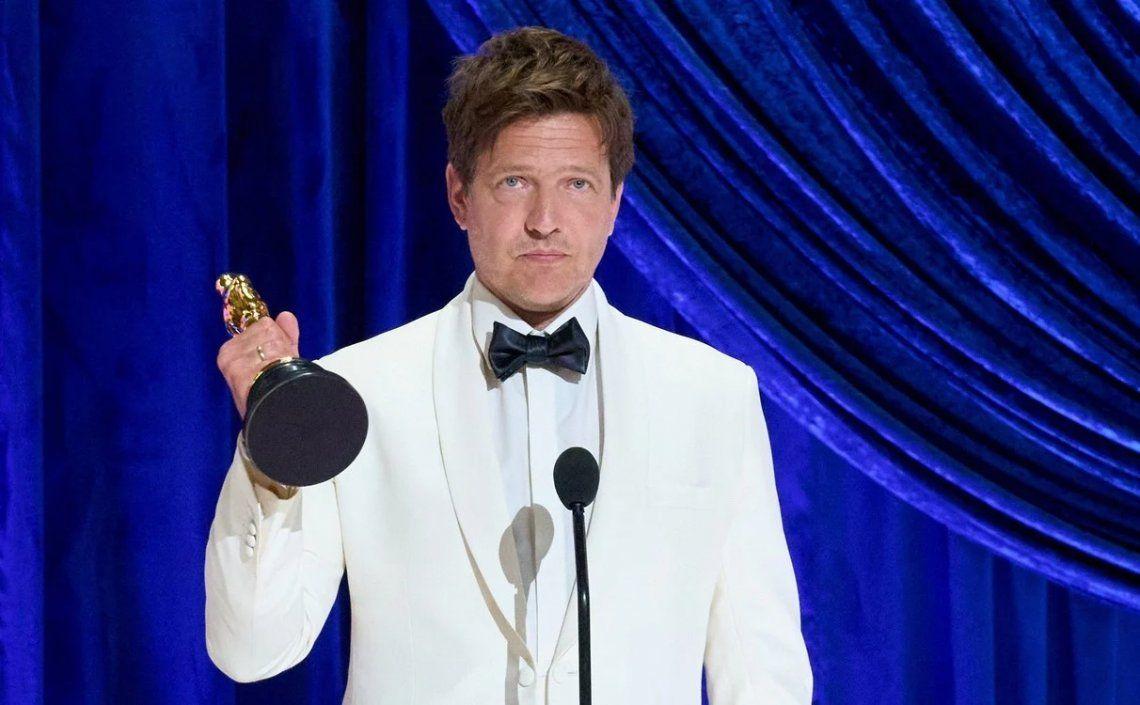 Tomas Vinterberg recibe el premio a Mejor película internacional por Another Round