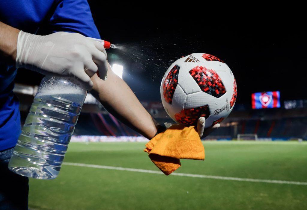 Gollan reconoció que las medidas drásticas deberían incluir la suspensión del fútbol