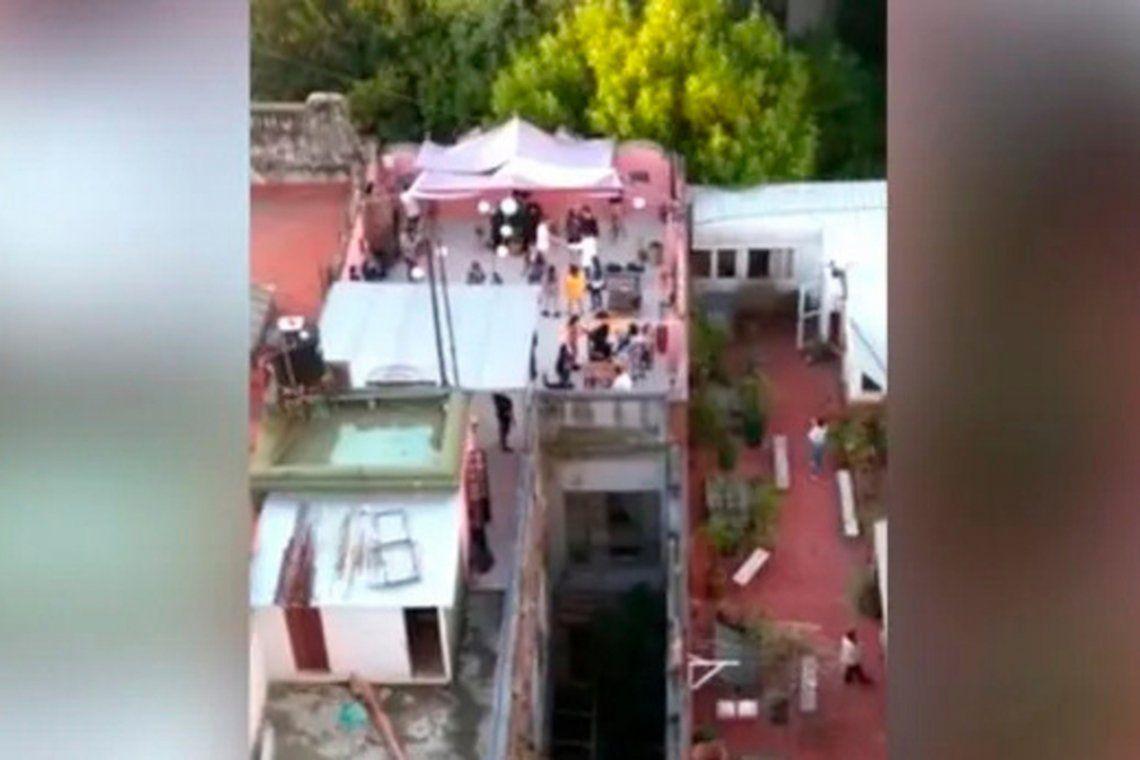 Un grupo de vecinos denunció la fiesta que se desarrollaba en un hotel ubicado sobre la calle Guatemala.