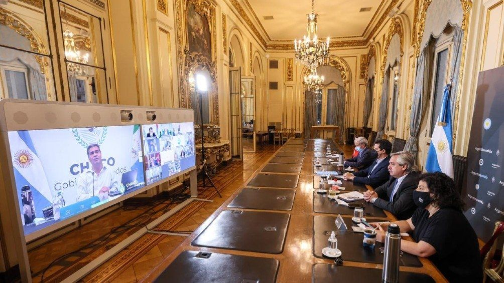 Reunión virtual de Alberto Fernández con doce gobernadores. Mañana sostendrá otra con los restantes