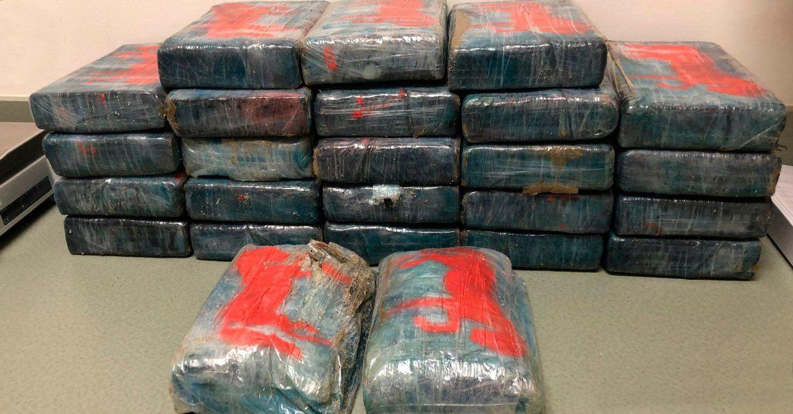 Estados Unidos: caminaba por la playa y encontró 30 kilos de cocaína