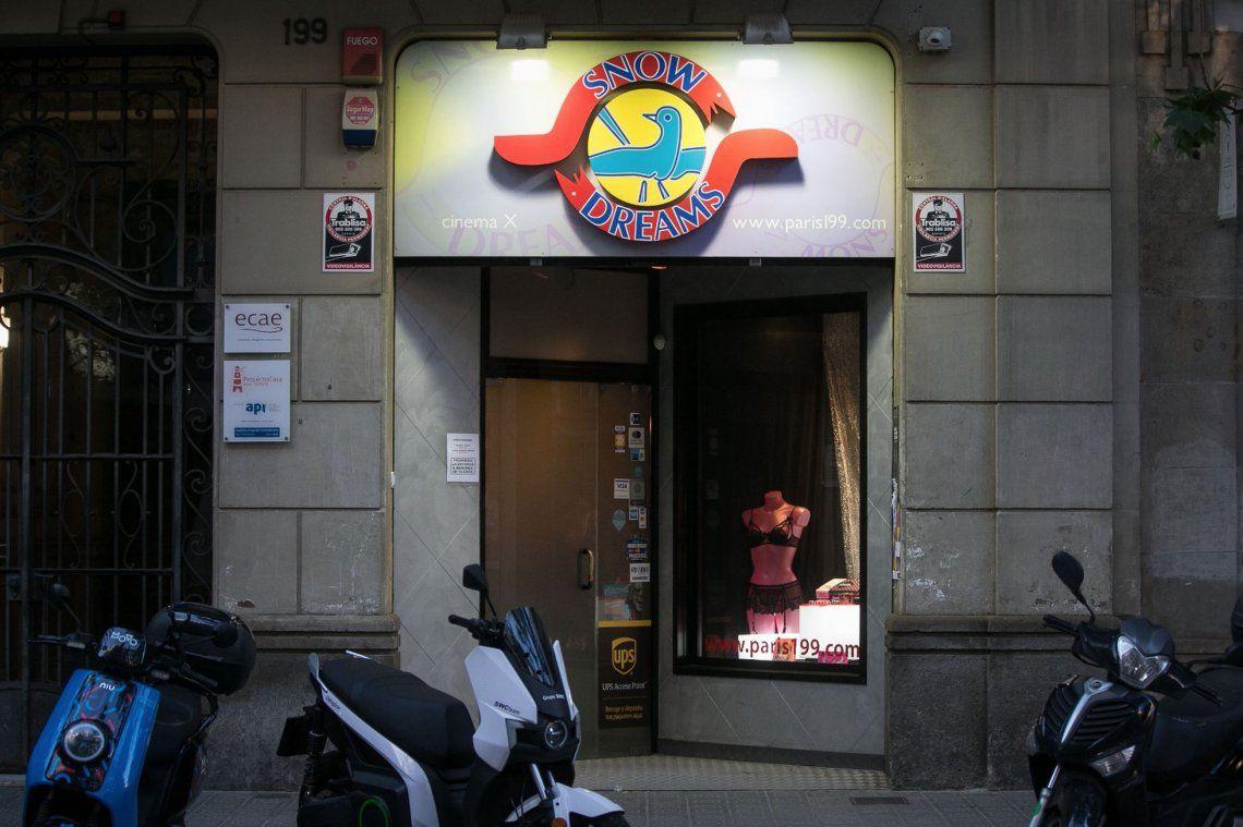 Barcelona: desalojan una orgía en un sex-shop por violar restricciones contra el Covid
