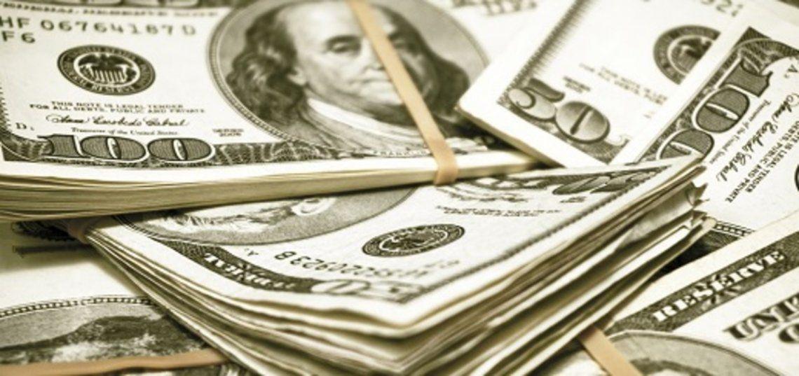 El dólar blue bajó 8 pesos este jueves.