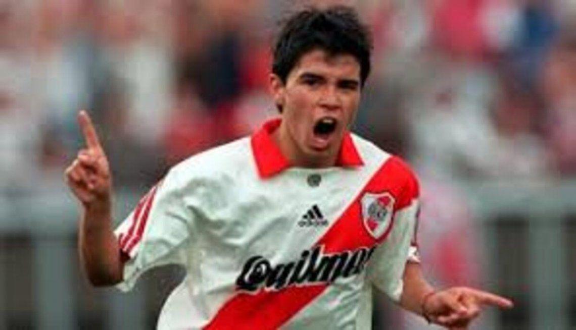 Javier Saviola debutó con Ramón Díaz en el banco