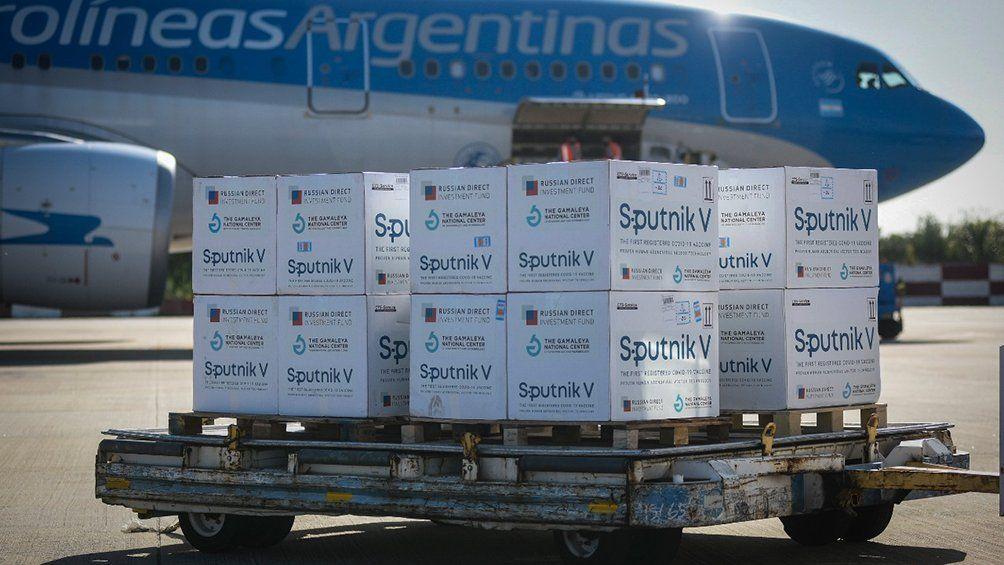 El arribo del vuelo de Aerolíneas Argentinas está estimado para las 16:30 de hoy viernes.