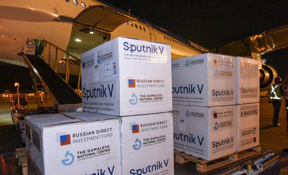 Más de 700 mil dosis de vacunas Sputnik V llegaron a Ezeiza