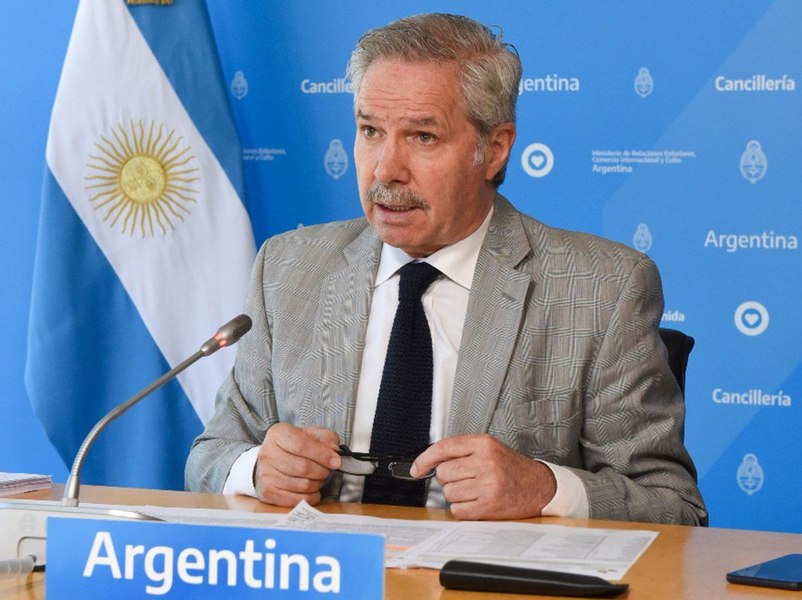 Solá destacó el trabajo que viene realizando la expresidenta de Chile