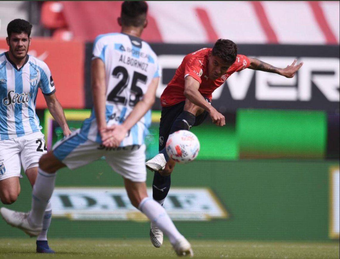 Atlético de Tucumán le gana 1-0 de visitante a Independiente en el primer tiempo.