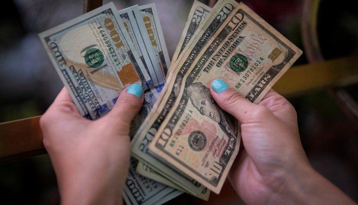 Alza del dólar blue.