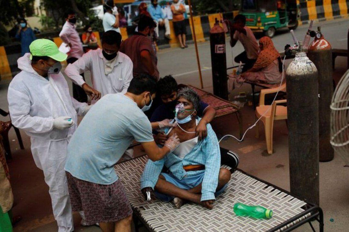 En buena parte de la India se desató una crisis por la falta de camas y oxígeno médico.