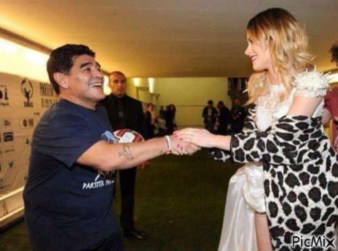 Tini Stoessel trajo la foto del encuentro con Maradona al programa.
