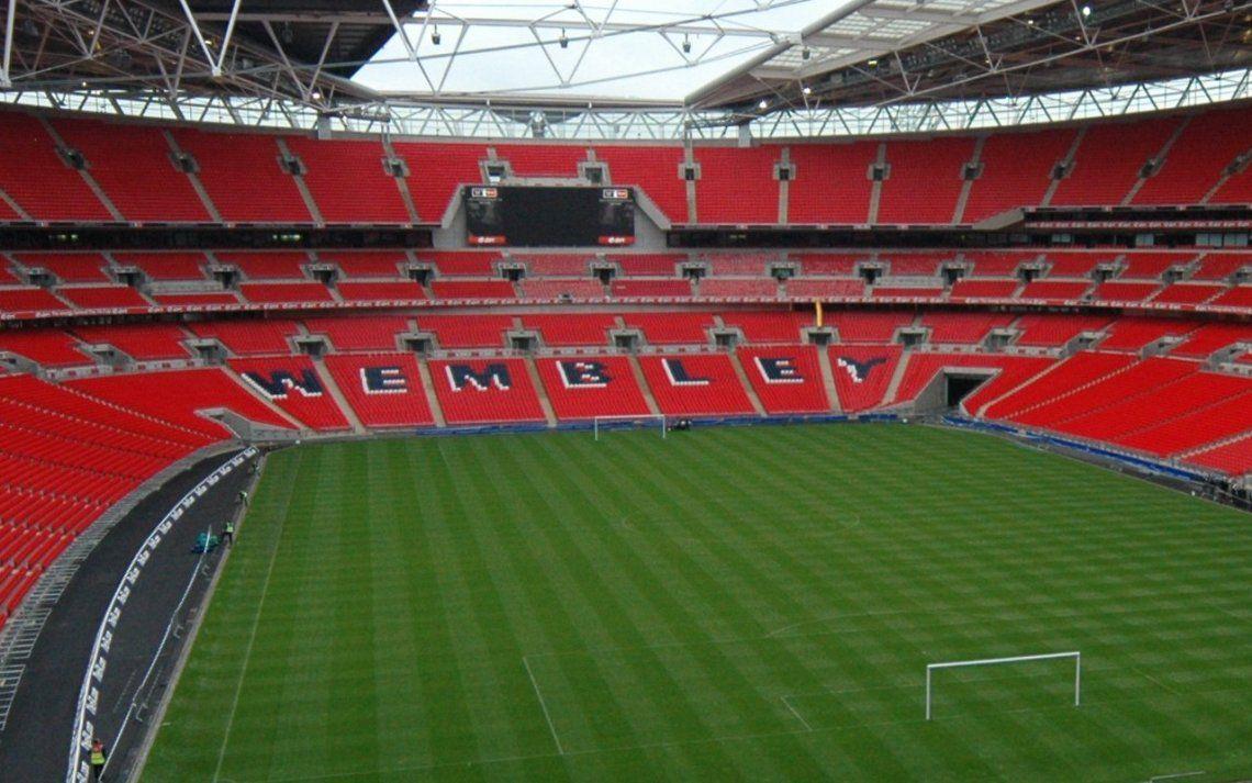 Los ingleses quieren que la final de la Champions League se juegue en Wembley