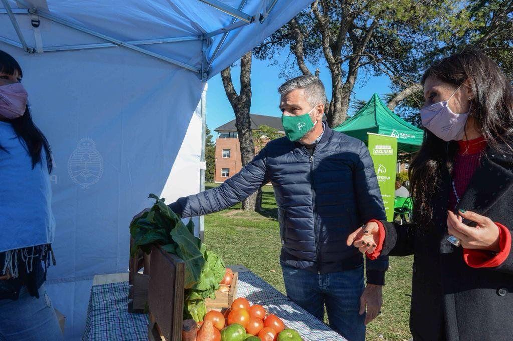 Zabaleta y Paula Español en el Mercado Federal Ambulante