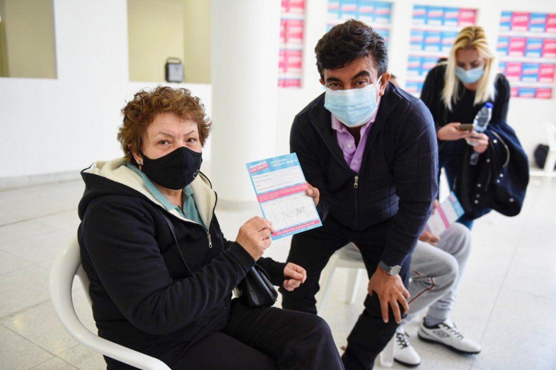 Espinoza destacó su felicidad por la vacunacion de los vecinos