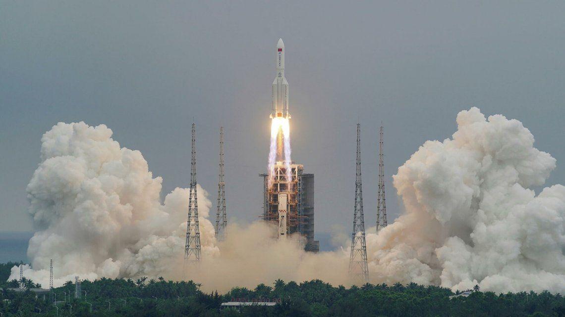 Alarma por la caida del cohete chino Larga Marcha que quedó fuera de control