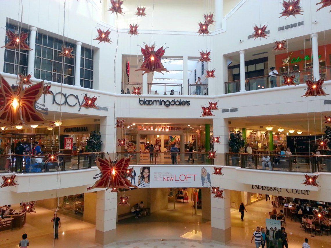 El Aventura Mall