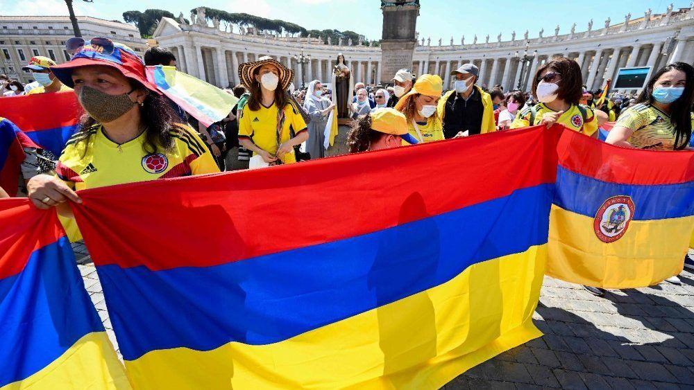 Colombianos estuvieron presentes en el rezo del Regina Coeli junto al Papa Francisco.